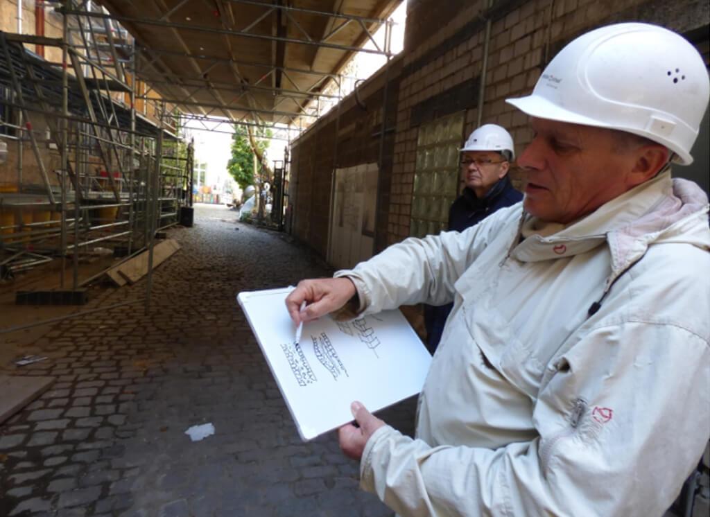 Foto: Baustellenbegehung Haus zum Maulbeerbaum